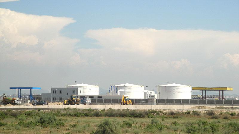Bau eines Tanklagers im Balkan